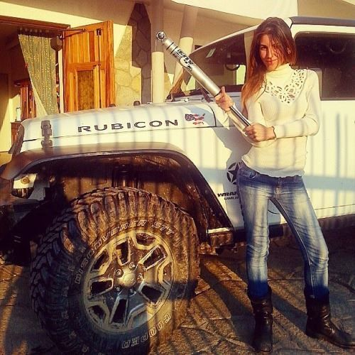 Jeep girl with Fox shock