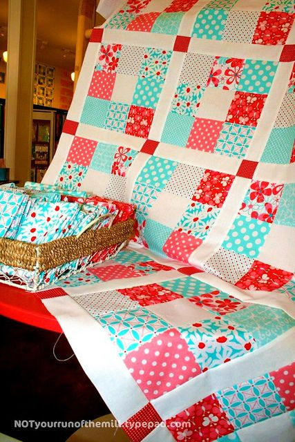 red + aqua = love | Flickr Simple yet colorful quilt. THIS COULD BE THE PERFECT QUILT FOR MY DAUGHTER, WHO LOVES AQYA!!!