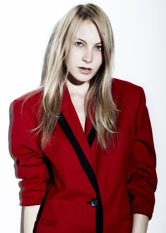 Ten Model fashion division: ALINE WORNATH POR VITOR PICKERSGILL