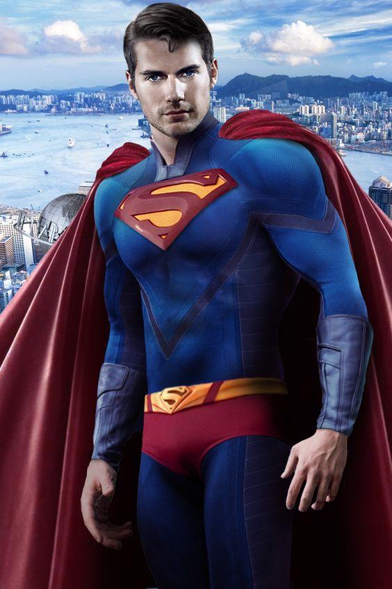 dans le film Man of steel qui sortira en juin 2013, Henry Cavill sera Superman.