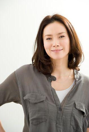 中谷美紀シャツとふんわりパーマが美しい画像