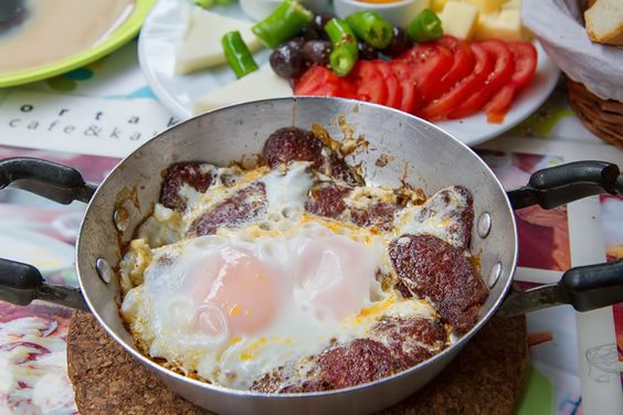 Sucuk and eggs