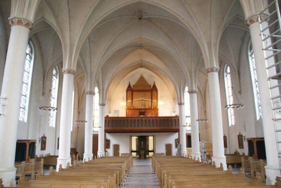 Katholische Kirche im Rheinbogen - St. Joseph und Remigius Köln-Rodenkirchen / Sürth / Weiß