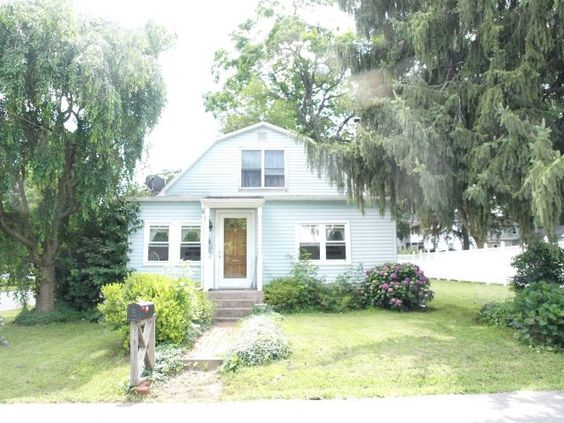 Very cute and affordable single in Palmer Twp. Home offers 3 brs, HW floors, Detached Garage, Central Air, and so much more. Large kitchen is in search of a new cook to call this Cape home. Very convenient to shopping, schools and highways. This is a great chance to own a single in Palmer