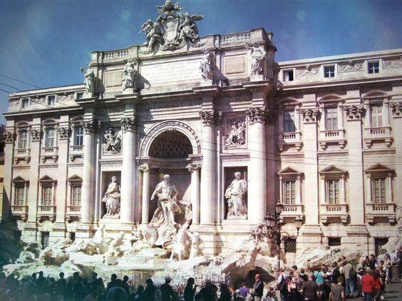 [Fontana di Trevi | Trevi Fountain] [Palazzo Colonna, Sala Grande] #RomanHolidays // #VacanzeRomane #Travel #Movie #Film #Cinema #Roma #Italy http://smartraveller.it/2013/08/30/vacanze-romane/