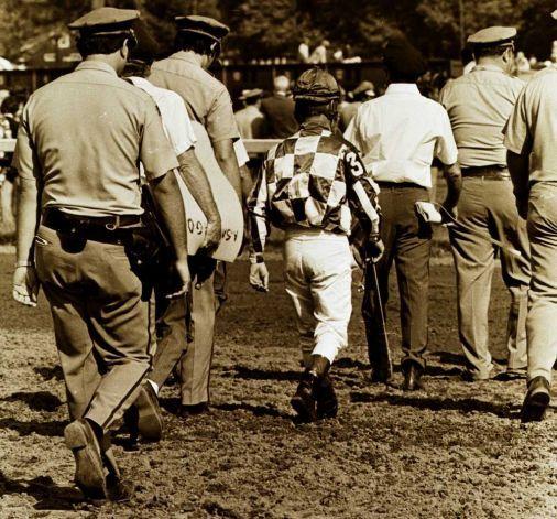 jockeys saratoga race track | Jockey Ron Turcott walks to the infield of the Saratoga Race Course ...