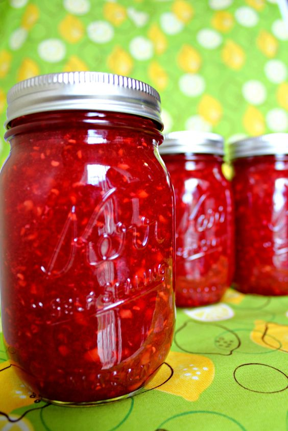 Raspberry-Peach freezer jam - super easy and super delicious!