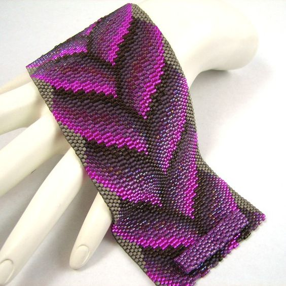 Hey, I found this really awesome Etsy listing at https://www.etsy.com/listing/68028211/fade-to-fuchsia-bargello-braid-peyote