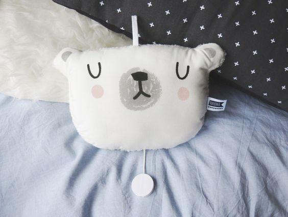 Eisbären Spieluhr mit Schlaflied / polar bear music box for babys playing lullaby made by Mascha-W via DaWanda.com