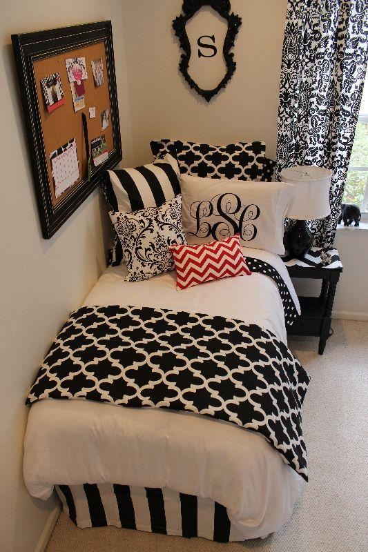 Teen Girlu0027s Room   Gray Striped Walls, Black And White Bedding   Kidsu0027  Rooms   Pinterest   Gray Striped Walls, Striped Walls And White Bedding Part 95