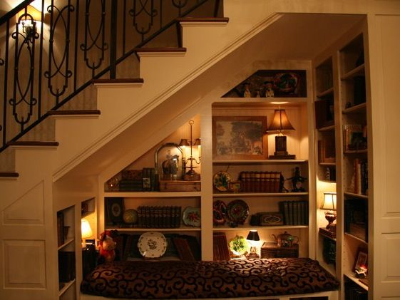 Shut the front door! I HAVE to build one of these under my stairs!!!