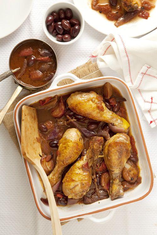 Jamoncitos de pollo en salsa de vino y aceitunas. Chicken in a sauce made of Wine and Olive.