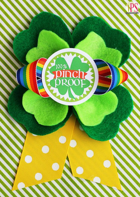 St. Patrick's Day Wearable Shamrock Badges with Free Printables - Such a cute idea!