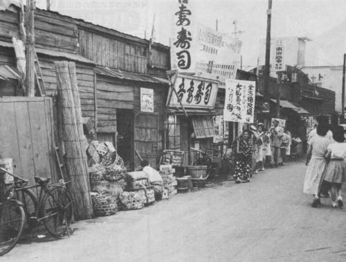 1954年(昭和29年)バラック建ての自由が丘「ひかり街」 | バラック ...
