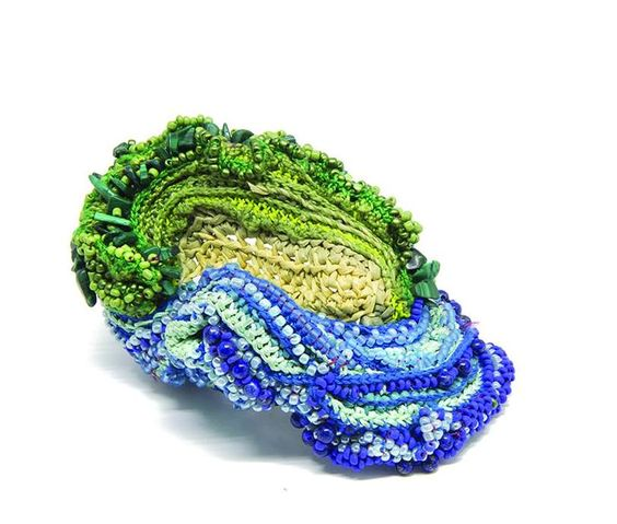 Sébastien Carré - à WCCBF Mons - sept 2017 - Ring: Wave On The Beach, 2016  Japanese paper, turquoise, malachite, lapis lazuli, beads, silk, cotton, nylon thread  Photo by: Milo Lee Photography