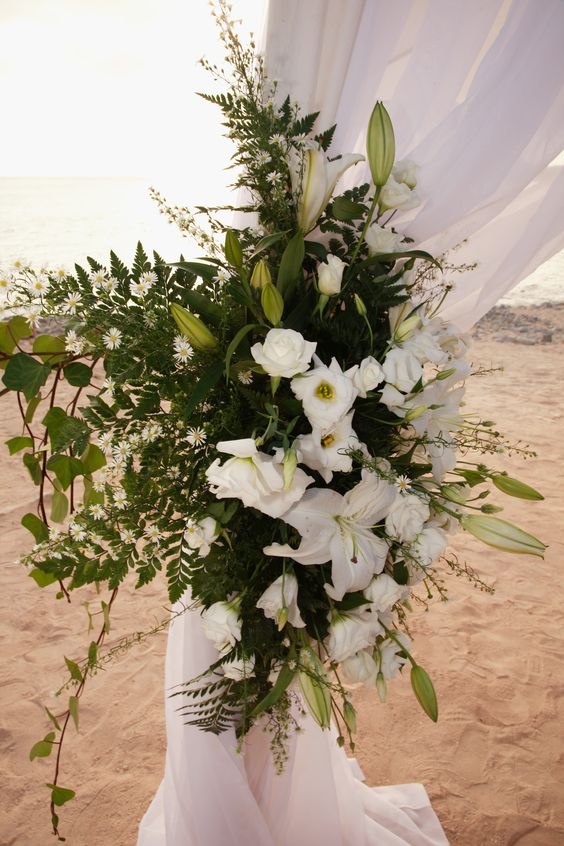Lily arrangement for the post of an awning