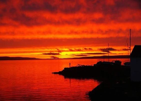 Sunset on #Digby Basin   Phot Credit: Paul Gibson  #novascotia #visitnovascotia#eastcoast #travel #traveldeeper#explorecanada #canada  #igers #travel #instadaily #igtravel #instatravel #picoftheday #digbypines #bayoffundy #atlantic #ocean #igocean #igers #digby #digbyns #sunset