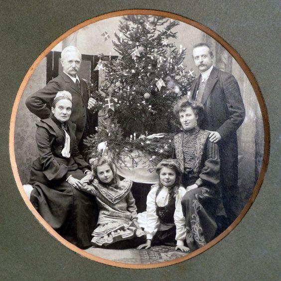 Even Neuhaus (1863-1946) Amagertorv 19 & 25, Kjöbenhavn K. Fotograf 1888-1938: