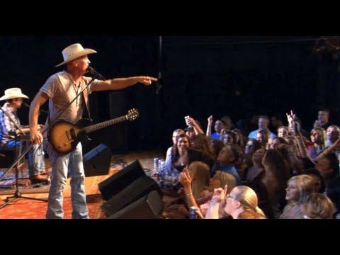 """Kevin Fowler performs """"That Girl"""" on Texas Music Scene"""
