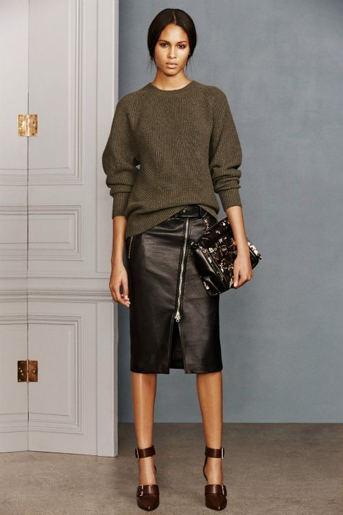 Популярные цвета и фасоны юбок из кожи. С чем носить кожаную юбку карандаш, трапеция и солнце: 36 фото