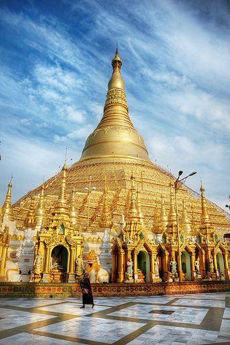 Shwedagon Pagoda #Myanmar  I've been there but plan to go again. Repinned by www.loisjoyhofmann.com