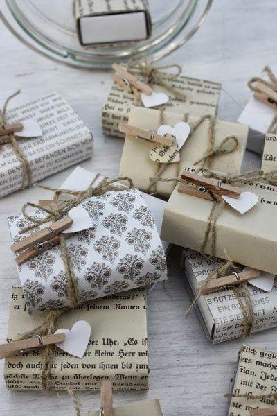 Embrulhos personalizados para as prendas de natal