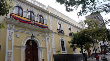 @DrodriguezVen : RT @correoorinoco: Venezuela repudia injerencias de Estados Unidos https://t.co/uCzQE5gK7Y https://t.co/r1kbcoOTQH
