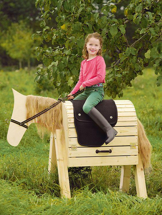 Such a cute DIY idea for your little girl's: A Horse made from natural wood. /// Kinderpferd zum Selbermachen für Heimwerker #toom #Baumarkt