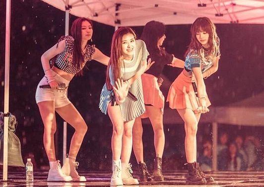 180517 Blackpink At Seoul National University Blackpink Kpop Girls Black Pink