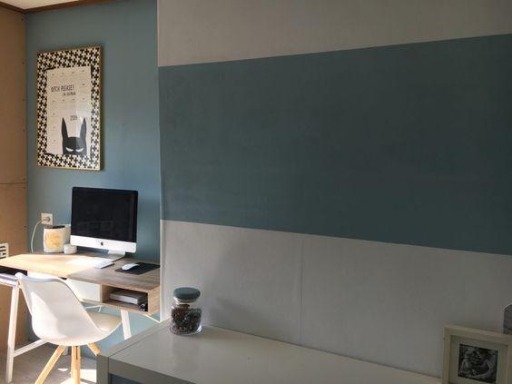 Blogger momabition maakte met behulp van verf vintage blue en frosted blue van een rommelhok een - Verf een ingang en een gang ...