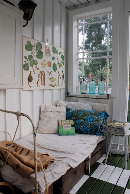 summer sleeping porch....cottagey: Guest Room, Vintage House, Daybed, Sleeping Porch, Summer House, Sunroom