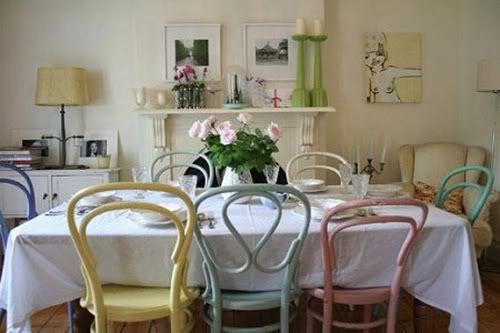 Как обычно происходит обустройство столовой зоны? Очень просто: покупается обеденный стол и 4, 6, 8, 10 (нужное подчеркнуть) одинаковых стульев. Готово! Но что если…