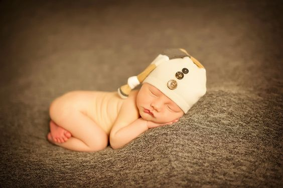 I must have a hat like this for baby McBee's photos!