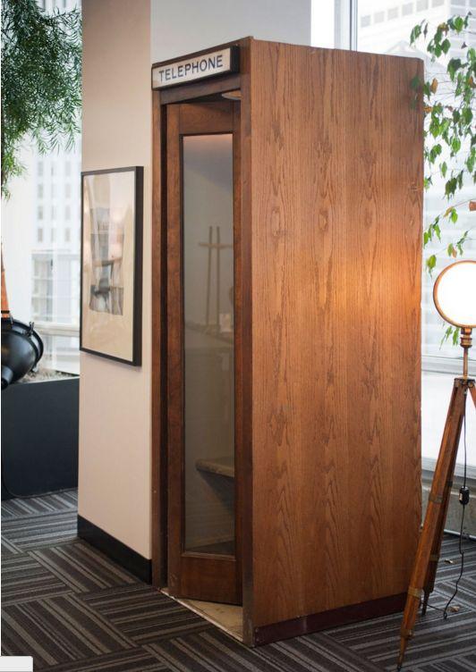 cabine telefônica + carpetes