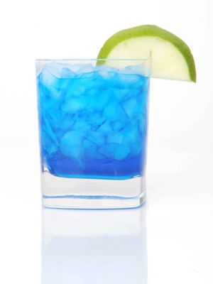 Horizon Blue Skies (citrus vodka, blue curacao, lime juice, and triple sec)