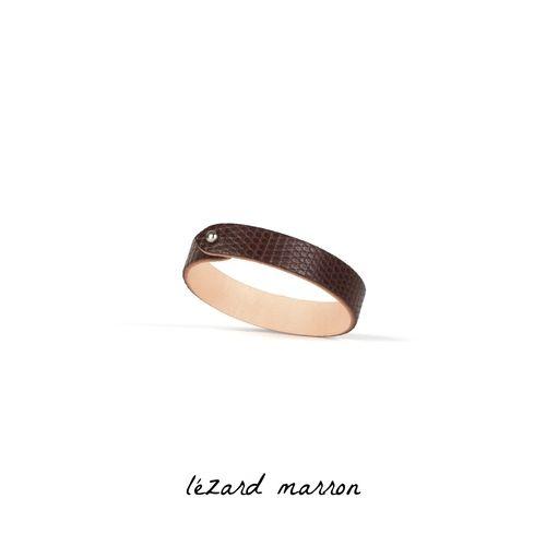 #leather #cuff #manchette #cuir #lezard #marron #chocolat #argente #ecusson #bracelet #armure #armor #bijou #jewelry #fermoir #metal #incute #handmade #madeinfrance #madeinparis #sellerie #maroquinerie #coatofarms #blason #craftmanship #artisanat