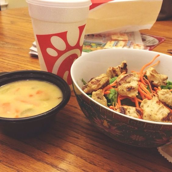 Post workout dinner! Chickfila 8 count grilled nuggets (I made my own salad with it at home), 1/2 pouch of light italian dressing, a medium bowl of chicken soup, and a medium diet lemonade  the soup was sooo yummy! Definitely my new go to meal when I'm eating out! WW points for the whole meal = 8!  #chickfila #ww #ww360 #wwdivas #wwsisters #wwsisterhood #wwjournal #wwjourney #wwfamily #wwfriends #weightloss #diet #soup #salad #delicious #dinner #Padgram