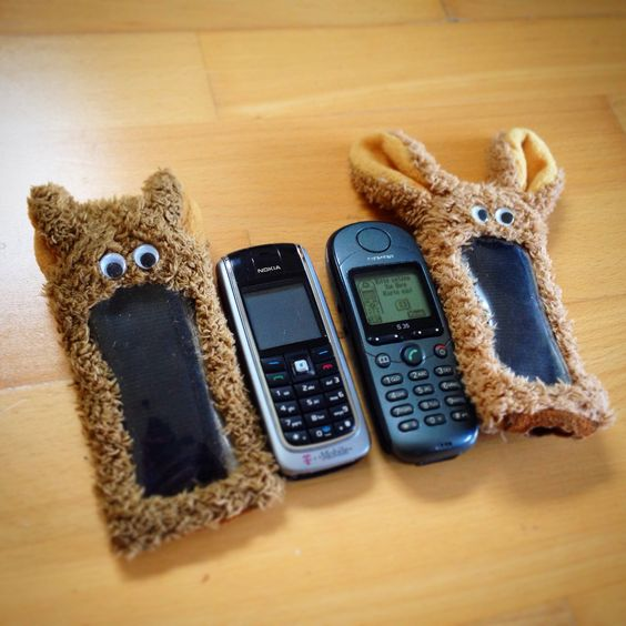 just found in a box: old tech and plush mobile accessoire from... I don't remember when!