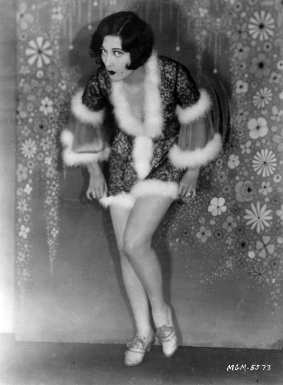 theclutteredclassicattic:    Joan Crawford being cheeky in a cheeky negligee! c 1920s =)