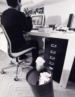 イタリアの工業デザイナーEnzo Mariがデザインしたダストボックス。