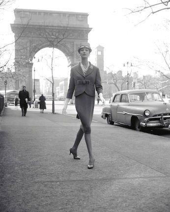 Simone D'Aillencourt, Washington Square Arch. New York, 1959. © William Helburn / Staley-Wise Gallery New York