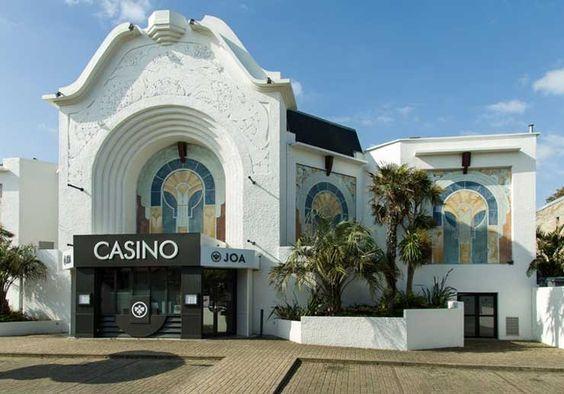 Le casino JOA de Saint-Aubin-sur-Mer vous reçoit en journée et soirée. Divertissez-vous avec nos machines à sous et jeux de table.