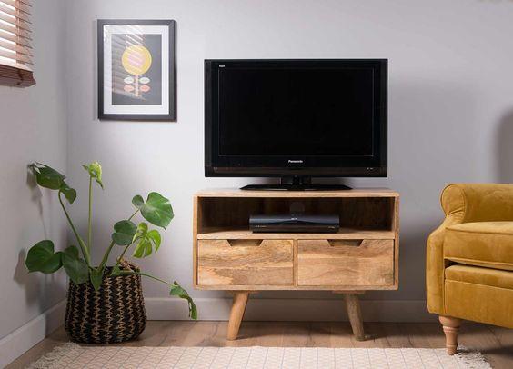 Компактная ТВ-тумба для небольшой комнаты