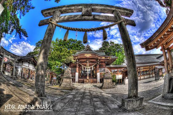 埼玉県行田市にある行田八幡神社です。http://blog.livedoor.jp/poohmasumin-ababaki/HDR写真のバナーをクリックしてくれるとモチベーションが上がり撮影意欲が増します。D3S+AF DX Fisheye Nikkor ED 10.5mm