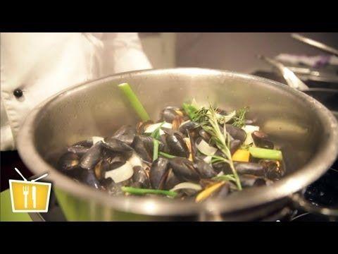 Miesmuscheln kochen - Französische Küche mit Pierre - YouTube