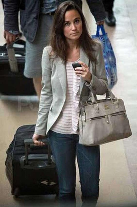 Pippa Middleton. Great laid back outfit. LOVE the bag.