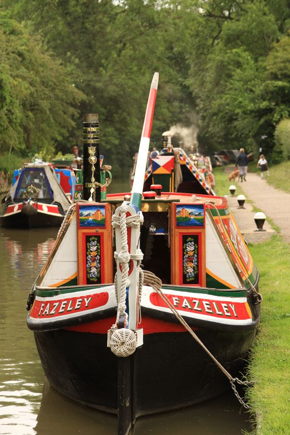 Traditional canal boat close to the Canal Museum at Stoke Bruerne.    Photographer: Simon Murdoch  http://www.simonmurdoch.co.uk/