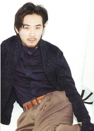 松田龍平の黒いシャツ