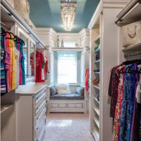 OMG i'm drooling a little-- *P*E*R*F*E*C*T* closet!!!  <3 <3 <3