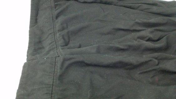 Cours de Couture Quebec  Bonjour, Nous avons fais un peu d'altération aujourd'hui...  Voici les réparations effectuées : ✂️💈 Pantalon décousu a certains endroits... Les photos ci-jointes:  4# Finition du pantalon arrière cousu.. Pour effectuer ce travail, nous avons utilisé: Une Mac Des épingles à couture Du fils à coudre Une paire de ciseau  Au Plaisir :)